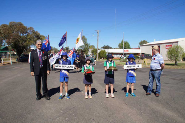 Meandarra-ANZAC-Day-Centenary-march-2015